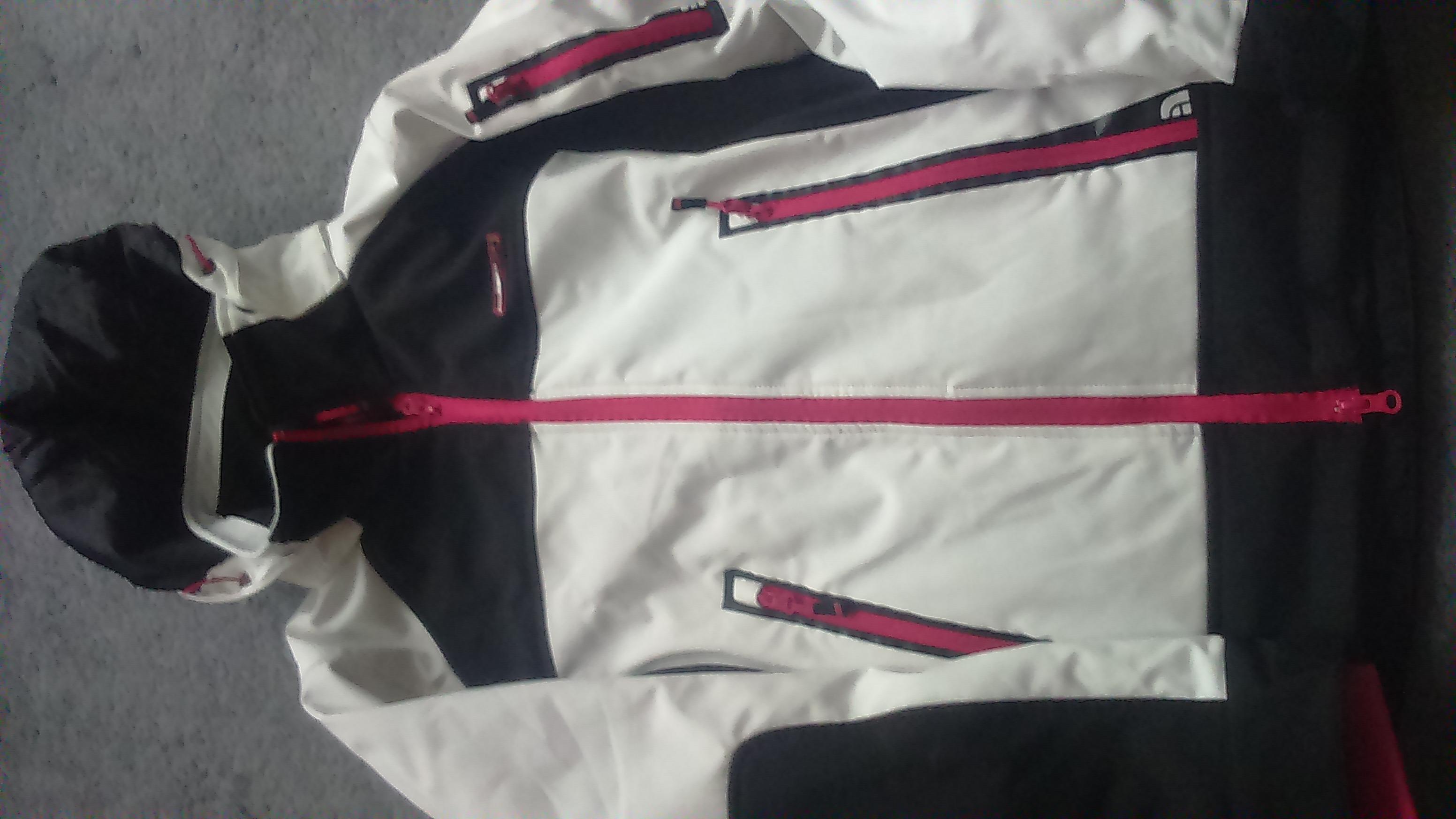 Prodám Oblečení Prodám dámské lyžařské bundy a kalhoty - Bazar ... 2dee47bfd3